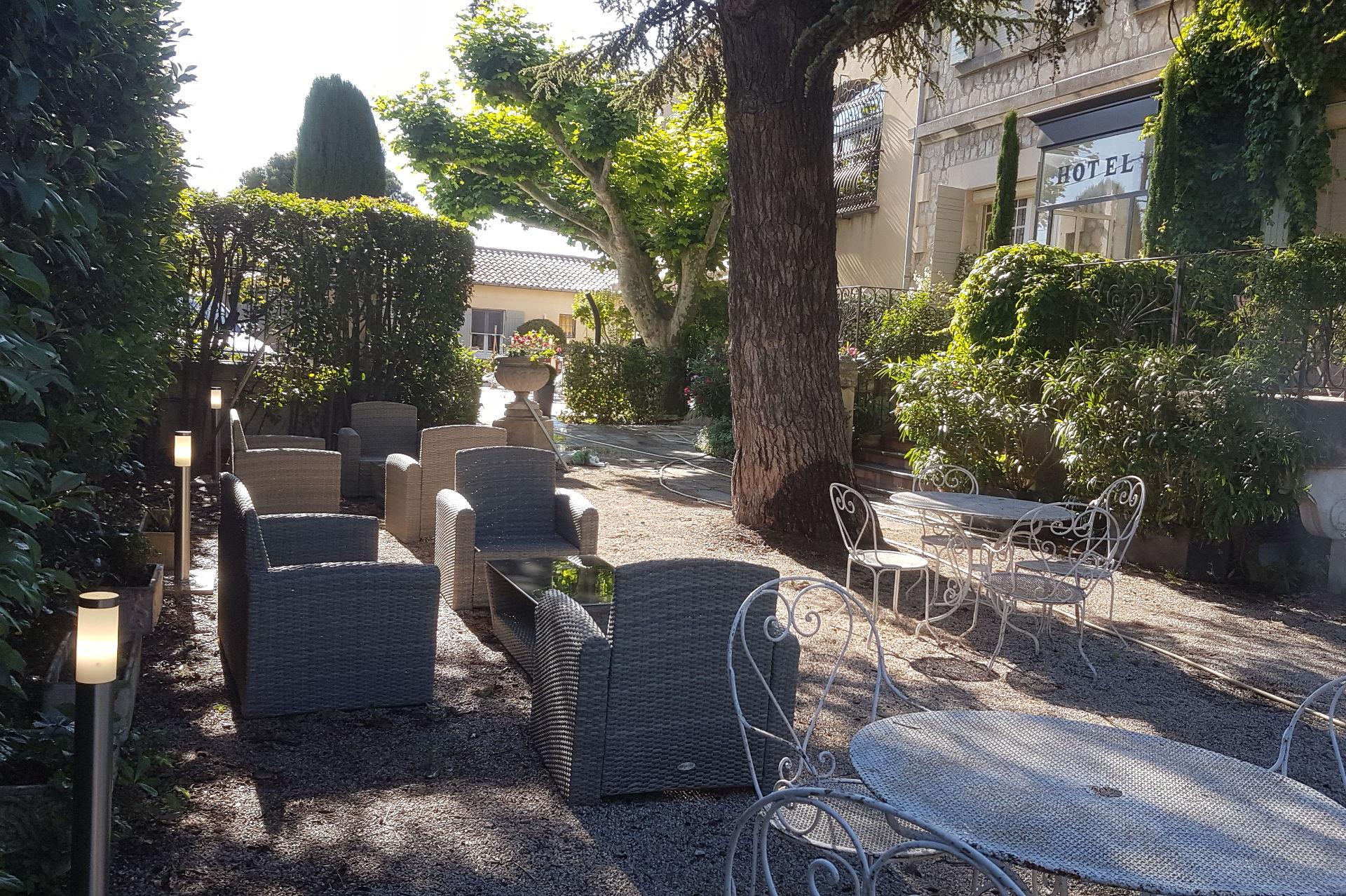 salon de jardin hotel le Castelet des Alpilles