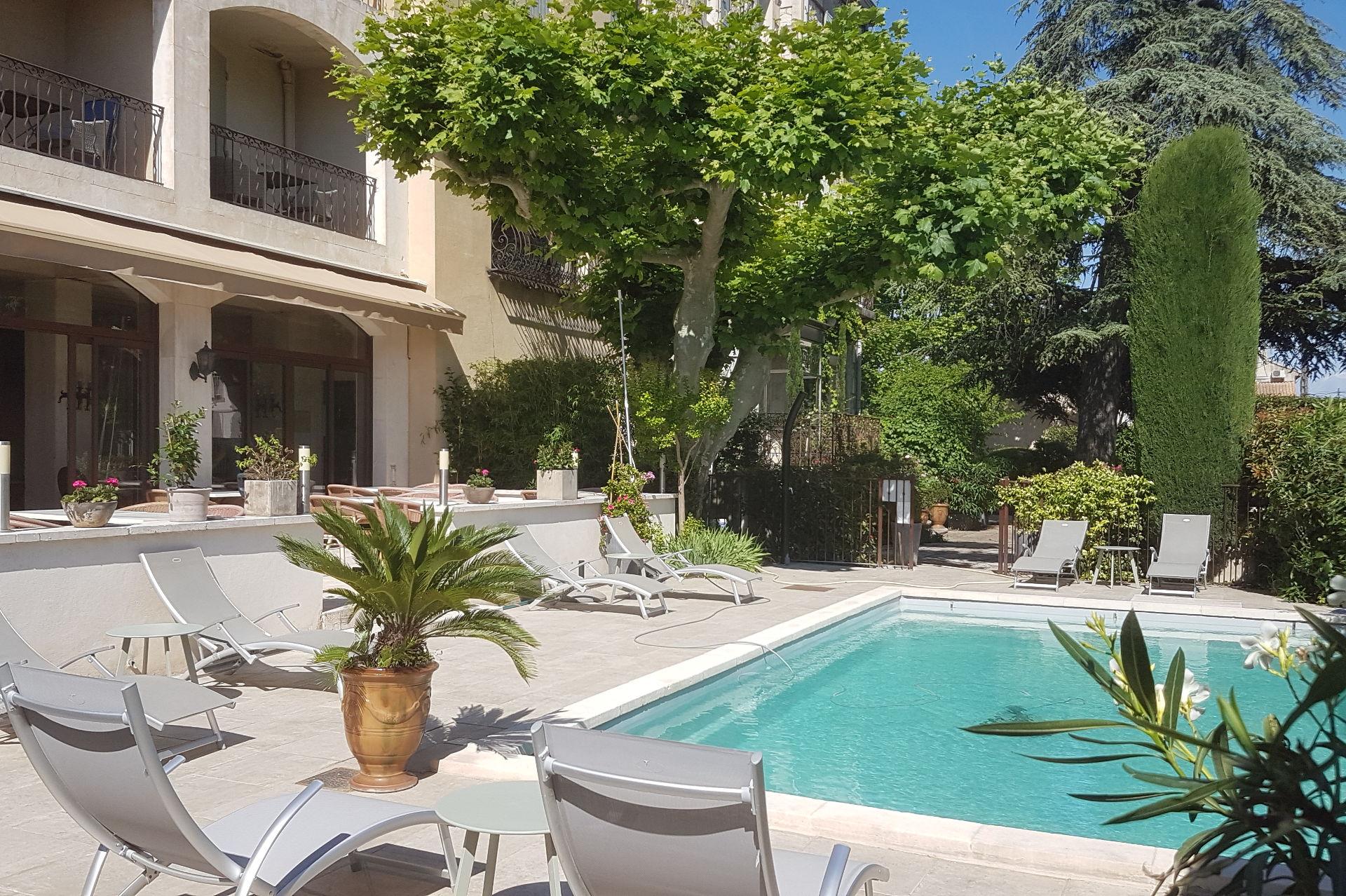 piscine hotel le Castelet des Alpilles